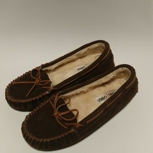 Minnetonka Sherpa lined brown suede slippers